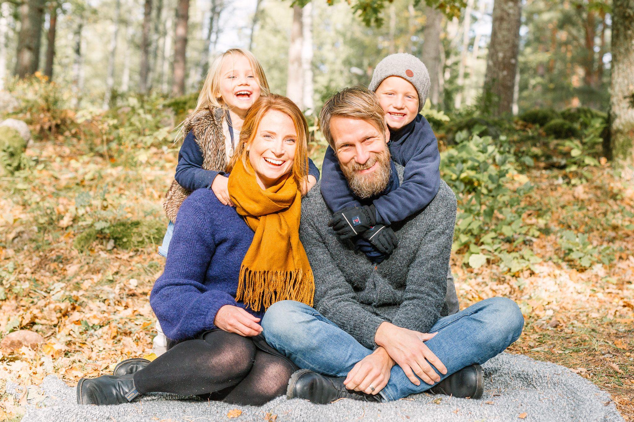 karinkylingerfotografi familjefotografering stockholm syskonfotografering höst seiterö