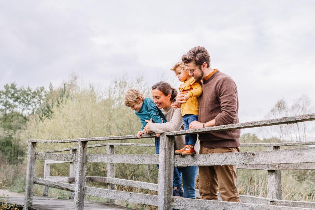 fotograf linköping nyköping familj barnfotograf utomhus